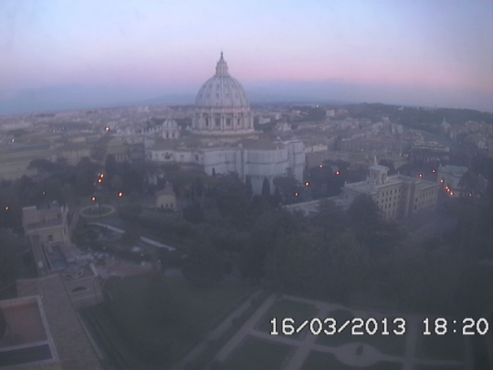 http://cam-earth.do.am/dir/europe/vatican_city/webcam_cupola_di_s_pietro/118-1-0-480